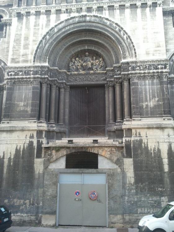 Rue Neyret, et son unique porte à 3m du sol (en savoir plus sur Wikipedia)